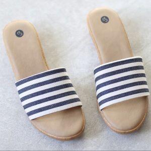 NEW IN BOX Dress Barn Navy Striped Peg Sandals
